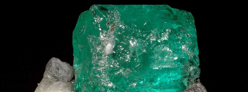 Gioielli artigianali con smeraldo